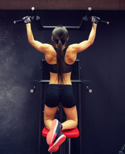 strong woman doing a pull up
