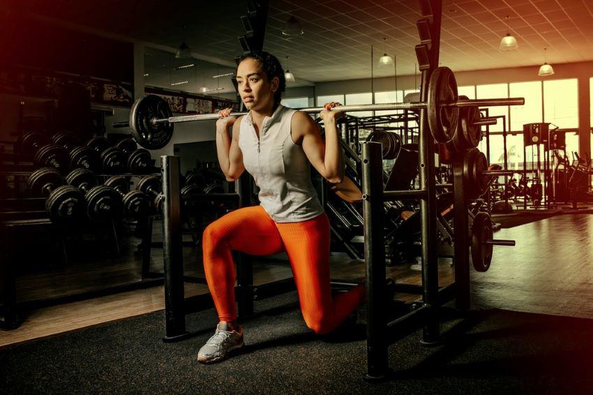 Woman-Doing-Split-Leg-Squats
