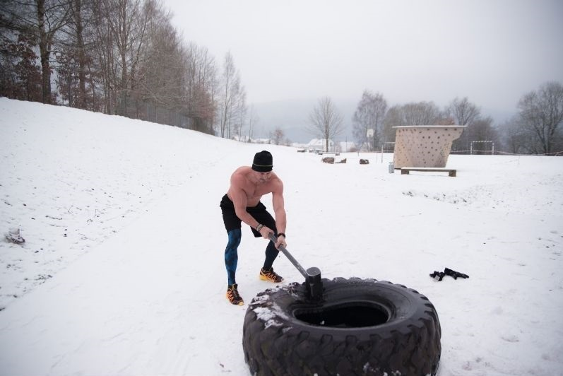 sledge hammer workout in snow